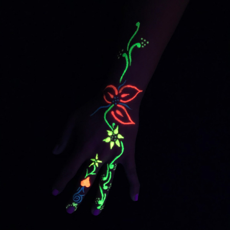 UV Farbe Glow in the dark Hand 1